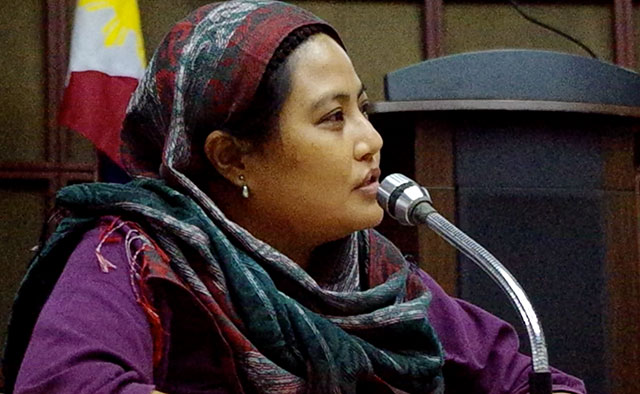 Amirah Lidasan, president of the partylist group Suara Bangsamoro, says the 1987 Philippine Constitution is discriminatory against the Moro people in a forum, April 22. (Photo by Ronalyn V. Olea / Bulatlat.com)