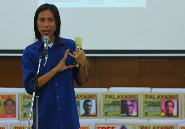 """Ericson Acosta calls for the release of all political prisoners during the launch of his book, """"Mula Tarima Hanggang"""" April 16. (Photo by Fred Dabu / Bulatlat.com)"""