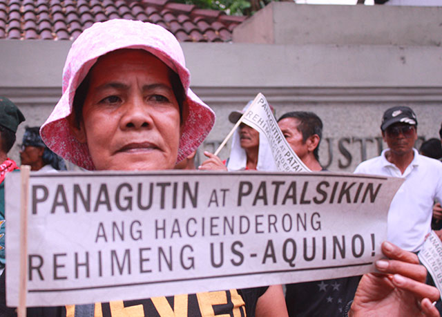 Florida Sibayan, chairperson of Alyansa ng Magbubukid sa Asyenda Luisita (Ambala), calls for the ouster of President Benigno Aquino III. (Photo by Ronalyn V. Olea / Bulatlat.com)