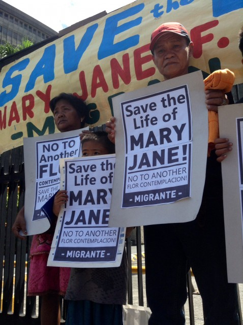 The Veloso family joins migrant rights advocates in a rally in front of the DFA office. (Photo by J. Ellao / Bulatlat.com)