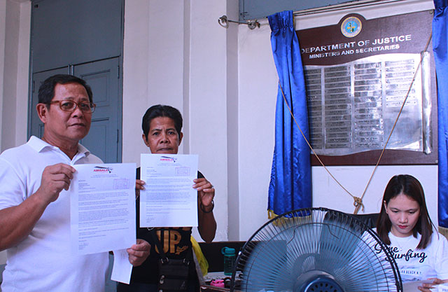 Anakpawis Rep. Fernando Hicap and Florida Sibayan, leader of Hacienda Luisita farmers, show copies of the letter they submitted to Justice Secretary Leila de Lima, today, April 24. (Photo by Ronalyn V. Olea / Bulatlat.com)