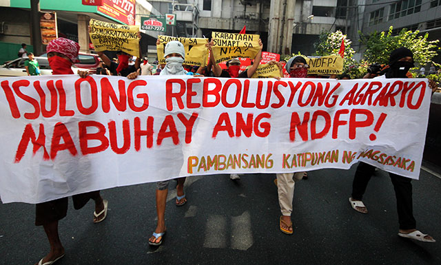 Revolutionary groups stage lightning rally, call for Aquino's ouster