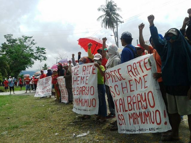 Banana workers picketing in front of Natl COnciliation & Mediation Board, Davao, April 22, 2015 (Photo grabbed from KMU-Southern Mindanao Region's FB)