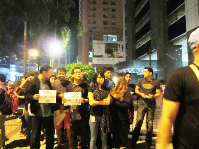 Call center employees starting a picket-protest for their job, benefits and tenure (File Photo: Feb 26, 2015  / Bulatlat.com)