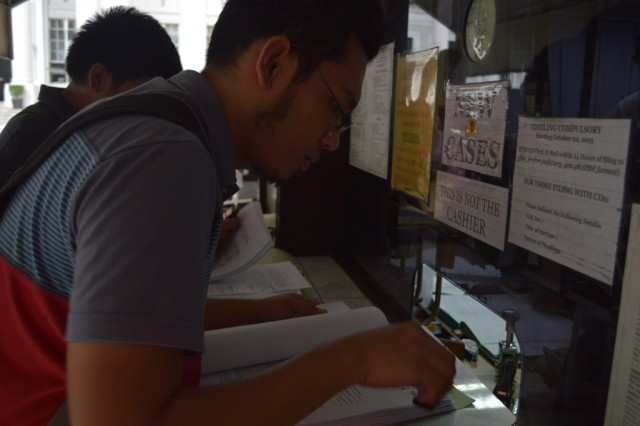 Tanggol Wika convener Dr. David Michael San Juan at the Supreme Court (Photo by Pher Pasion/Pinoy Weekly)