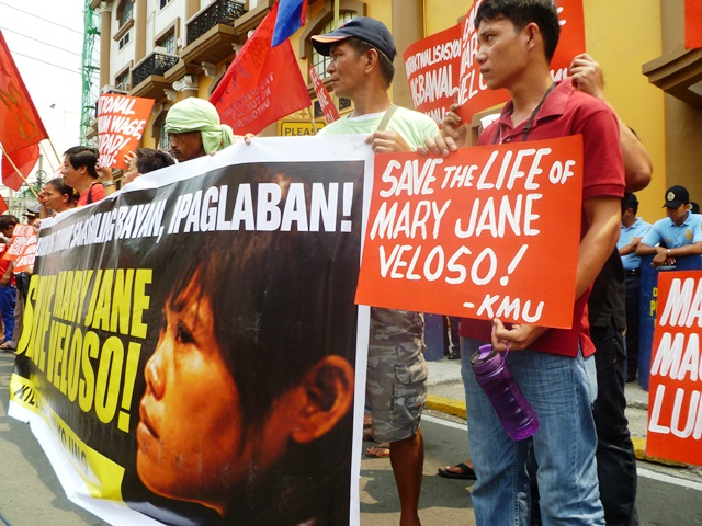 Workers demand govt help in staying Mary Jane's execution in Indonesia, to prevent her being more of a victim than she already is (Apr 21, contributed photo of workers' picket in front of DOLE in Intramuros, Manila / Bulatlat.com)