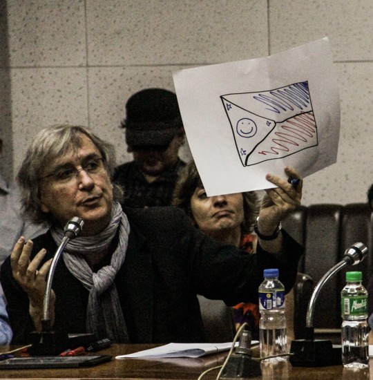 French cartoonist Plantu holds up his drawing of the Philippine flag, while Swiss Philippe Baumann looks on. (Photo by M.Santiago/Manila Today)