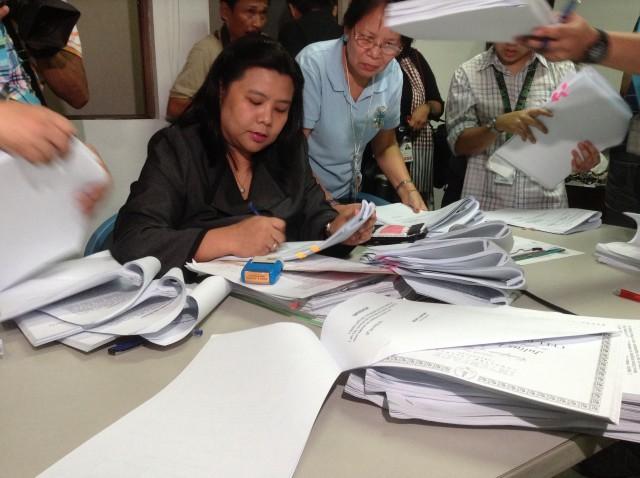 DOJ prosecutor receives counteraffidavits (Photo by J. Ellao / Bulatlat.com)