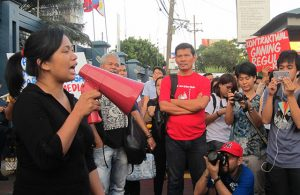 Ross Timbad (far left) slams the harassment against GMA 7 talents during a protest action in front of GMA Network compound, June 5. (Photo by Ronalyn V. Olea / Bulatlat.com)