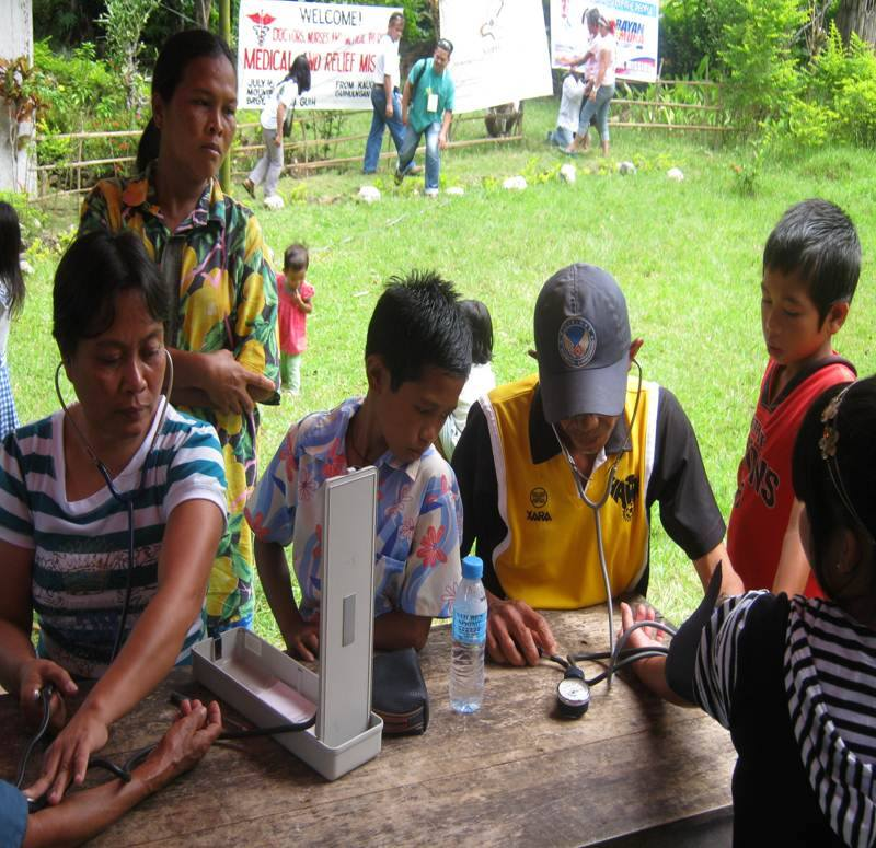 "Rosalie ""Saling"" Calago (left, with stethoscope) at a medical and relief mission. (Photo grabbed from the Council for Health and Development Facebook page/ Bulatlat.com)"