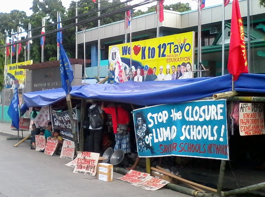 Lumad students and their parents hold camp outside the Department of Education Region XI office. (Photo by Save our Schools Network/ Bulatlat.com)