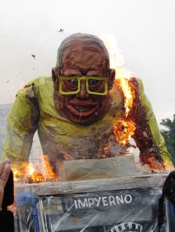 IMG_4233_Noynoy_burning_spit