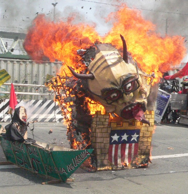 """Monster"" effigy by ST Remove Aquino (Photo by D,Ayroso/Bulatlat.com)"
