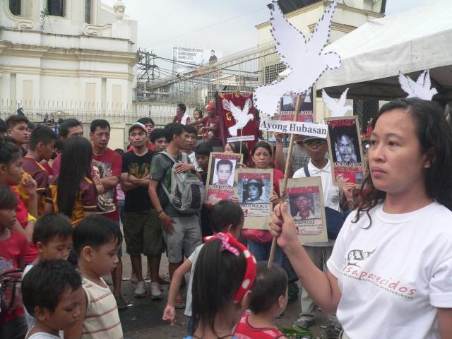Aya Santos, Desaparecidos secretary general, speaks to the Quiapo crowd (Photo by D.Ayroso/Bulatlat.com)