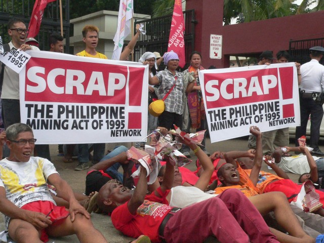 """Indigenous peoples stage a """"die-in"""" protest in front of Congress gates (Photo by D.Ayroso/Bulatlat.com)"""