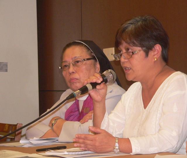 Jill Carino of TFIP (R), with Mo. Mary John Mananzan looking on (L) (Photo by D.Ayroso/Bulatlat.com)
