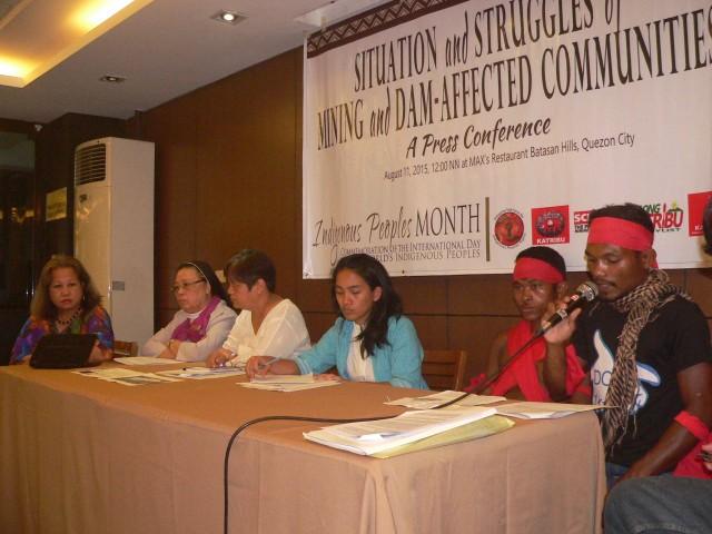 L to R: Grace Lobaton, Mo. Mary John Mananzan, Jill Carino, Piya Malayao, Arnel delos Santos and Nardo Nakar (Photo by D.Ayroso/Bulatlat.com)