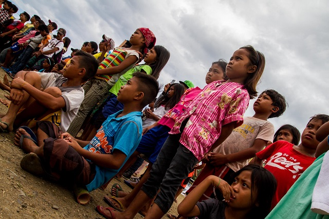 Manobo kids who fled with their parents to escape the conflict in LIanga town in Surigao del Sur have to endure the harsh environment of the evacuation center. (Photo by Mark Z. Saludes / Bulatlat.com)