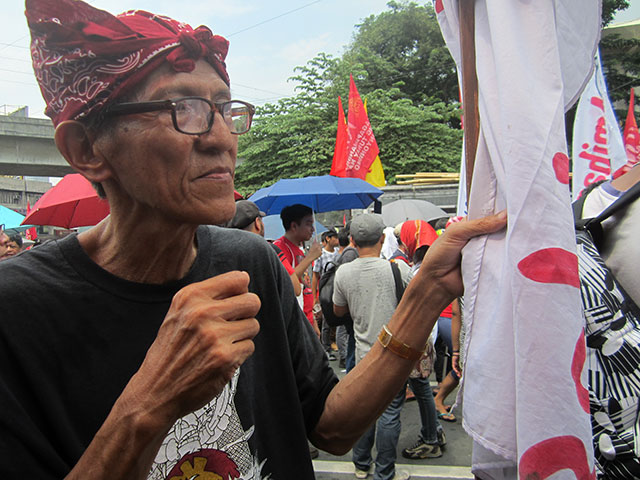 Danilo Dela Fuente attends the protest action marking the declaration of martial law. (Photo by Ronalyn V. Olea / Bulatlat.com)