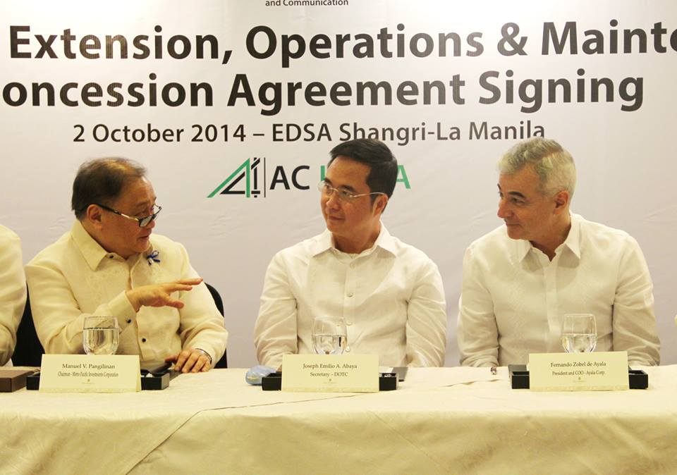 L to R: Manuel V. Pangilinan, chairman  of MPIC; DOTC Sec Joseph Emilio Abaya; Ayala Corp. president & COO  Fernando Zobel de Ayala, at the Oct 2014 signing  of the 32-yr concession agreement transferring to LRMC the management and operation of LRT1, etc (Photo grabbed from Ayala CorpComm's FB post)