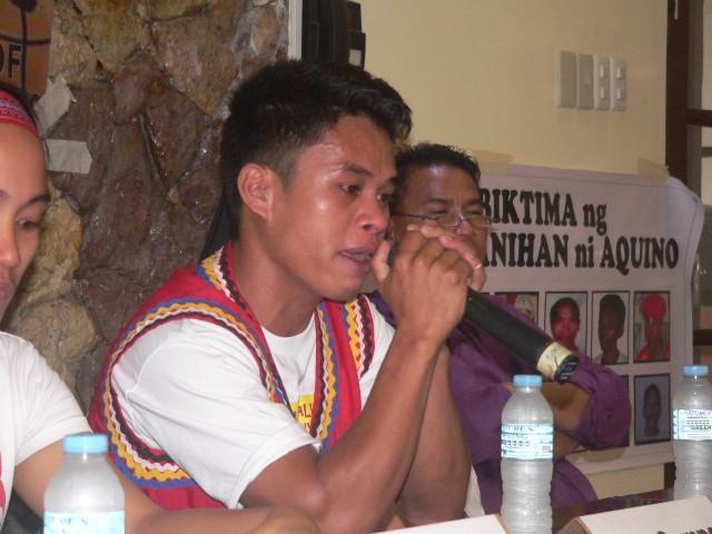 Mapasu Secretary General Sari Campos visibly emotional during the press conference. (Photo by D.Ayroso/Bulatlat.com)