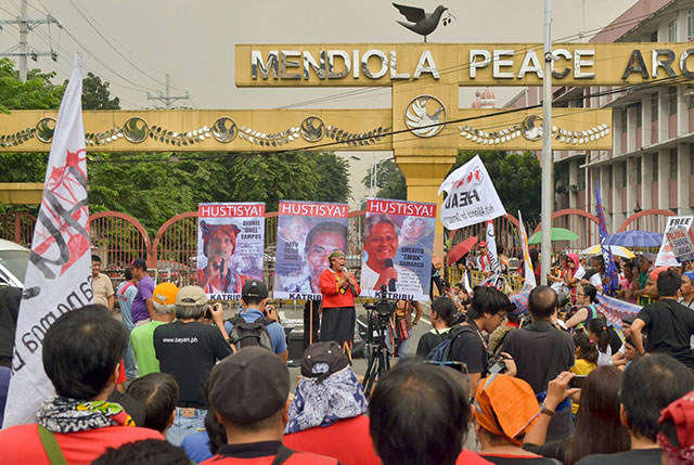 Protesters mark the 43rd anniversary of Martial Law, Sept. 21. (Photo by Loi Manalansan / Bulatlat.com)