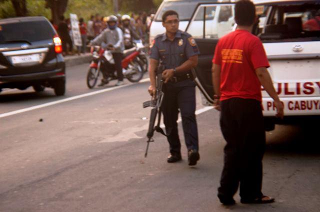 tanduay_workers_PNPwith_armalite