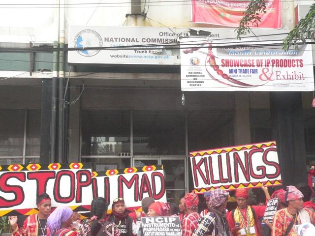 'BENTADOR NG KATUTUBO.'  Protesters scoffed at the NCIP sign about a mini-trade fair. (Photo by D.Ayroso/Bulatlat.com)