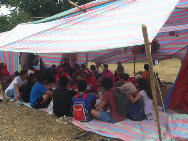 LESSONS OUTSIDE THE CLASSROOM. UP students discuss with a Lumad leader (Photo by D.Ayroso/Bulatlat,com)