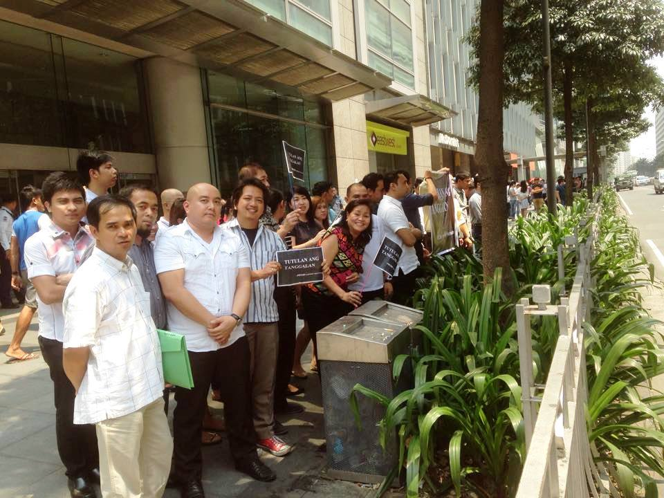 Bulatlat Picture of bank employees