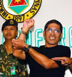 Eduardo Serrano, when he was presented to the media as Rogelio Villanueva, after his arrest in 2004 (Bulatlat file photo/Bulatlat.com)