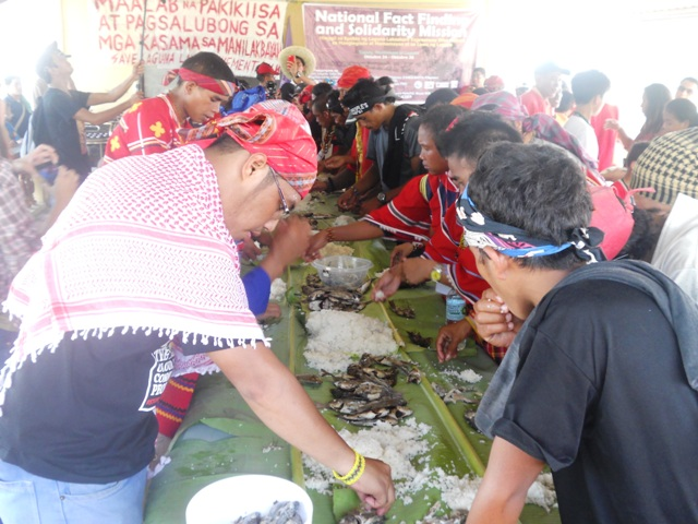 Solidarity lunch with Save Laguna Lake Movement. (Photo by A. Umil/ Bulatlat.com)