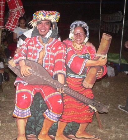 Visitors take pictures in Manobo standees (Photo by D.Ayroso/Bulatlat,com)