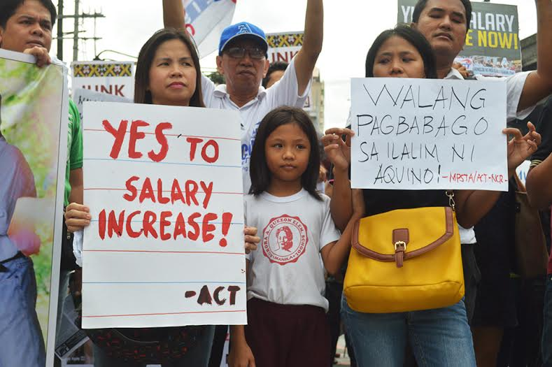 Public school teachers in a protest in Mendiola on World Teachers' Day. (Photo by Pher Pasion)