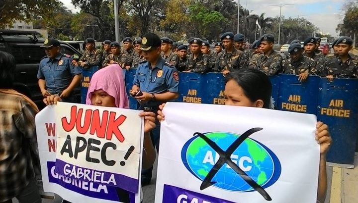 Women's group protest Edca, Apec