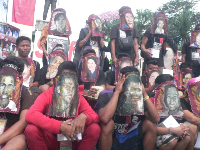 Mindanao activists wear hankies painted with faces of desaparecidos (Photo by A.Ayroso/Bulatlat.com)