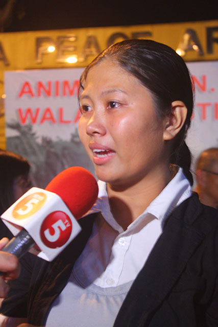 Erlyn Umpad vents out her frustration at the slow grind of justice for the victims of the Ampatuan Massacre. (Photo by Ronalyn V. Olea / Bulatlat.com)