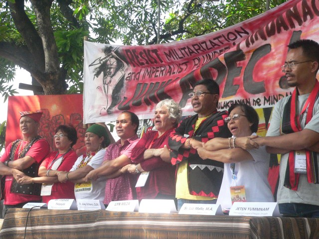 Manilakbayan leaders, the reliegious, and ILPS delegates unite to fight Apec (Photo by D. Ayroso/Bulatlat.com)