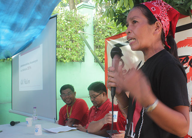 Erlene Namatidong shares her family's bitter experience in allowing oil palm plantation in their community in a conference, Nov. 4. (Photo by Ronalyn V. Olea / Bulatlat.com)