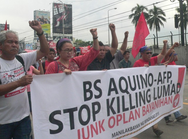 IN HER FATHER'S FOOTSTEPS. Nikki Gamara (second from left) joins the Manilakbayan protest at Camp Aguinaldo on Nov. 9 (Photo by D.Ayroso/Bulatlat.com)