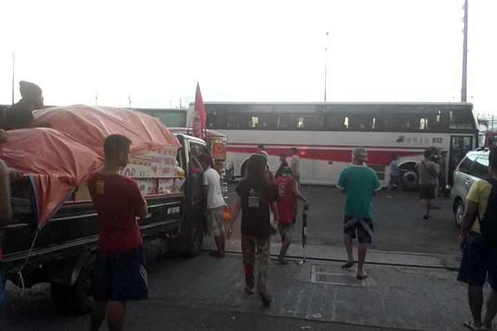 Police barricades detain Lumad inside Baclaran Church grounds