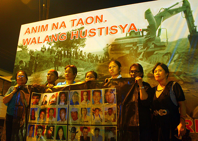 Relatives of the Ampatuan Massacre victims cry out for justice. (Photo by Ronalyn V. Olea / Bulatlat.com)