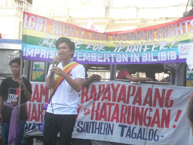 Aaron Bonnette of Bahaghari  speaking at a program in Plaza Miranda on Dec. 10 (Photo by D.Ayroso/Bulatlat.com)