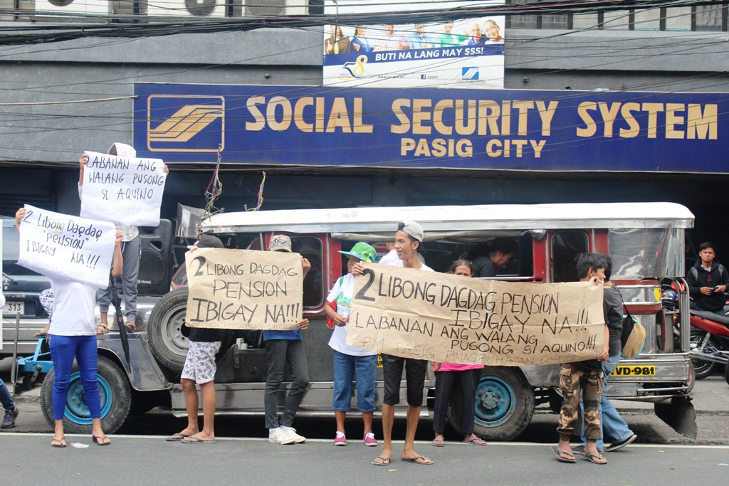 Protest against President Aquino's veto of SSS premium hike. (Contributed photo)