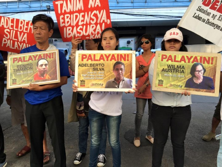 Outside the Manila Regional Trial Court, human rights activists call for the release of political prisoners and dismissal of trumped up cases against them. (Photo courtesy of Angge Santos / Karapatan)