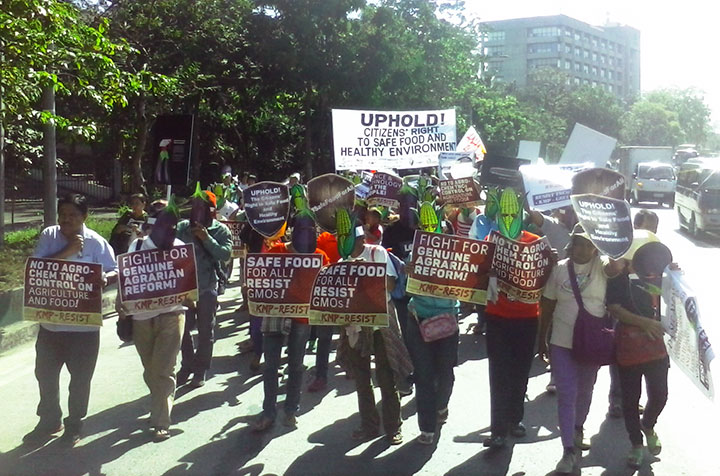 Farmers, scientists, consumers and sustainable agriculture advocates condemn the new policy on genetically modified organisms in a protest action, Feb. 23. (Photo by Ronalyn V. Olea / Bulatlat)