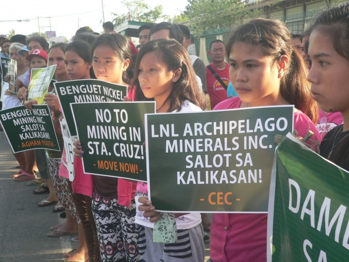"""We are the hope of the future,"" Sta. Cruz youths say as they join their parents in the protest against large-scale mining. (Photo by D.Ayroso/Bulatlat)"