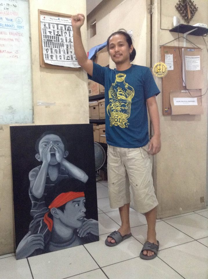 Guray with one of his paintings, which was inspired by a photo of alternative news Southern Tagalog Exposure on the protesting farmers of Bondoc Peninsula taken some years back  (Photo by J. Ellao / Bulatlat.com)