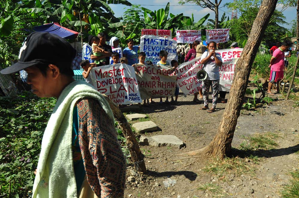 Residents of the Old Capitol Site village in Quezon City (File photo by Manila Today)