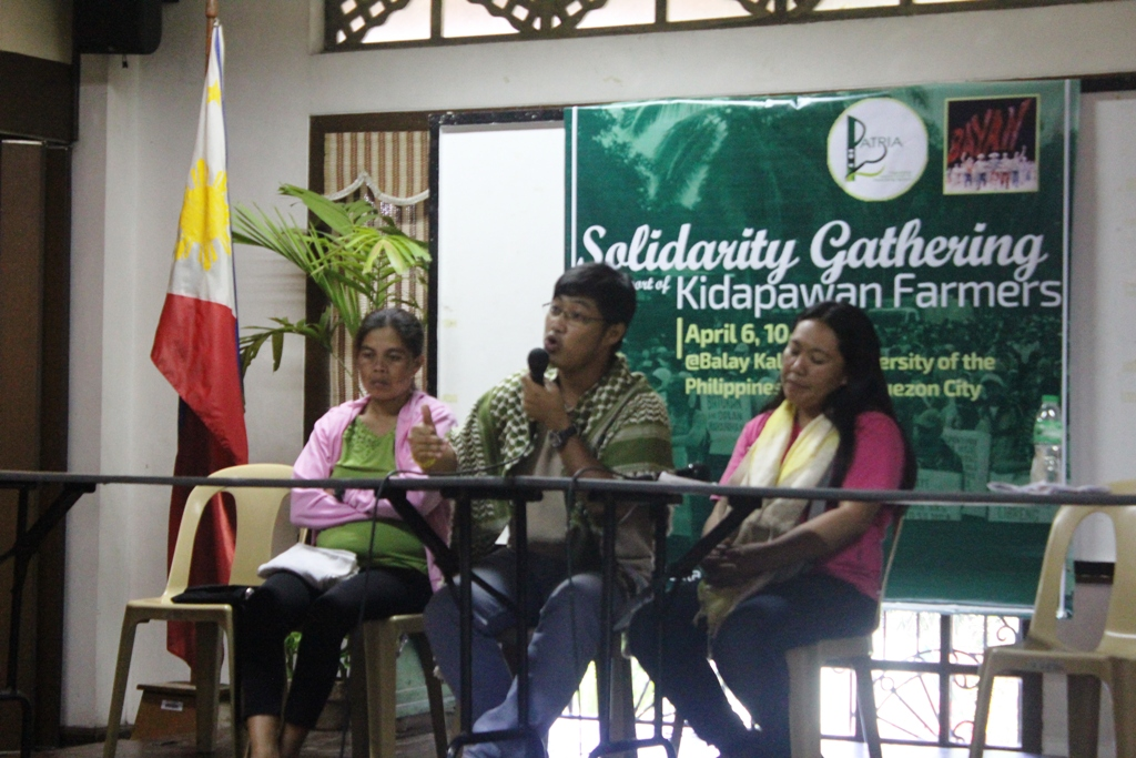 Jerome Aba (middle) while sharing his story during the solidarity gathering in UP-Diliman on April 6. (Photo by A. Umil/ Bulatlat)